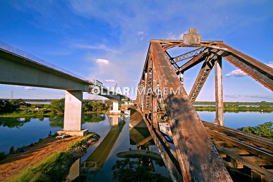 Obras de construçao da ponte Francisco Sa sobre o Rio Parana. Tres Lagoas. Mato Grosso do Sul. 2013. Foto de Ana Druzian.