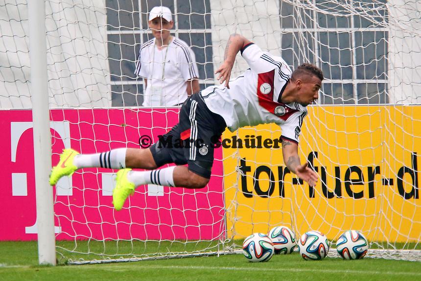 Jerome Boateng übt als dritter Torwart - Trainingslager der Deutschen Nationalmannschaft zur WM-Vorbereitung in St. Martin