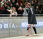 03.11.2018, OLympiastadion, Berlin, GER, DFL, 1.FBL, Hertha BSC VS. RB Leipzig, <br /> DFL  regulations prohibit any use of photographs as image sequences and/or quasi-video<br /> <br /> im Bild Timo Werner (RB Leipzig #11) bei seiner Freundin<br /> <br />       <br /> Foto © nordphoto / Engler