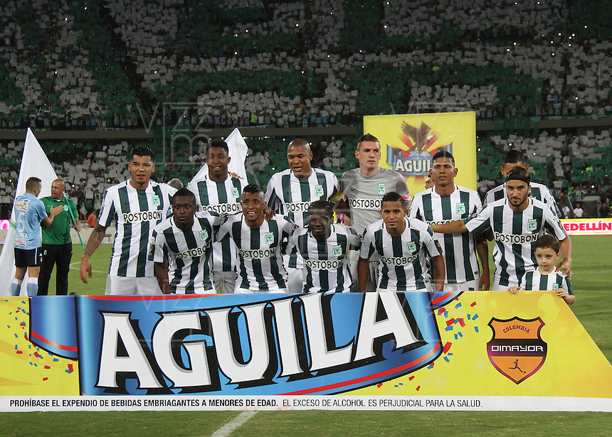 MEDELLÍN -COLOMBIA-20-12-2015. Jugadores de Atlético Nacional posan para una foto previo al partido de vuelta de la final de la Liga Aguila II 2015 entre Atlético Nacional y Atlético Junior jugado en el estadio Atanasio Girardot de la ciudad de Medellín. / Players of Atletico Nacional pose to a photo prior the second leg match of the final of Aguila League II 2015 between Atletico Nacional and Atletico Junior played at Atanasio Girardot stadium in Medellin city. Photo: VizzorImage/ Felipe Caicedo / Staff