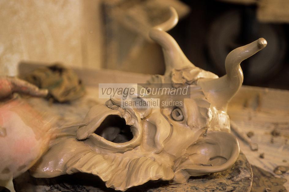 Europe/Italie/Calabre/Seminara : Artisanat céramique dans l'atelier du potier - Masque de diable