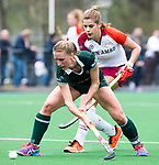 ALMERE - Hockey - Overgangsklasse competitie dames ALMERE- ROTTERDAM (0-0) .Susie Gilbert (R'dam ) met Catherine Clot van Almere.    COPYRIGHT KOEN SUYK