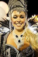RIO DE JANEIRO, RJ, 20 DE FEVEREIRO 2012 - CARNAVAL 2012 - DESFILE SÃO CLEMENTE - Bruna Almeida rainha de bateria durante da escola de samba São Clemente no segundo dia de desfiles das Escolas de Samba do Grupo Especial do Rio de Janeiro, no sambódromo da Marques de Sapucaí, no centro da cidade.  (FOTO: VANESSA CARVALHO - BRAZIL PHOTO PRESS).