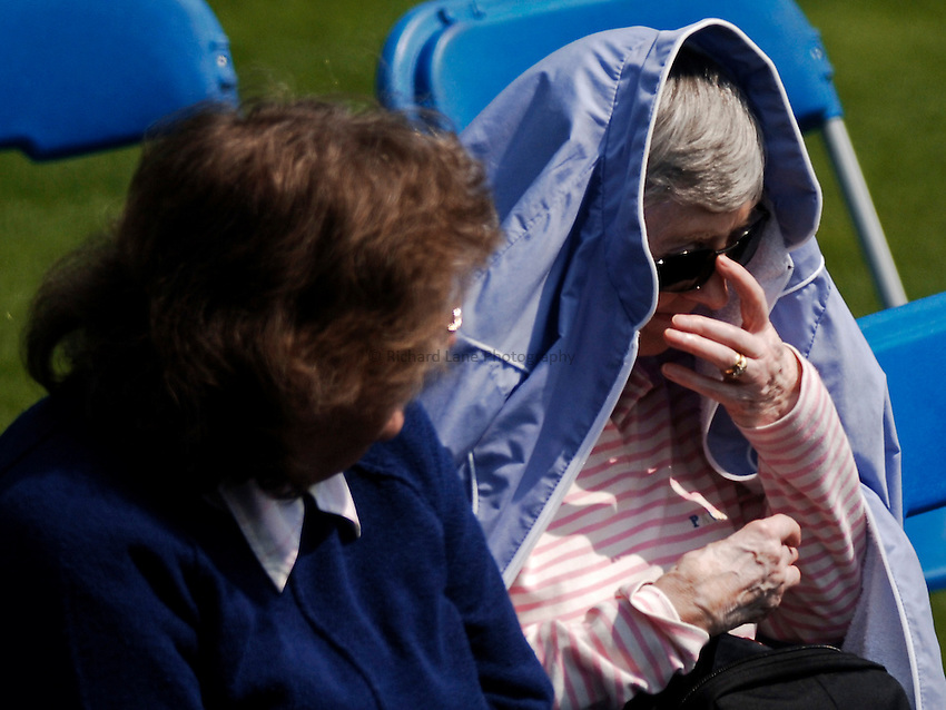 Photo: Glyn Thomas..DFS Classic Tennis, Edgbaston Priory Club, Birmingham. 07/06/2005...One elderly tennis fan takes protection from the heat on centre court.