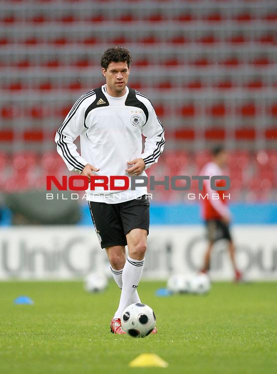 UEFA Euro 2008 Group B Klagenfurt - W&ouml;rthersee Match Abschlusstraining Deutschland Stadion Woerthersee<br /> <br /> Michael Ballack (Germany / Mittelfeldspieler / Midfielder /  Chelsea London #13) <br /> <br /> <br /> Foto &copy; nph (  nordphoto  )<br /> <br /> <br /> <br />  *** Local Caption ***