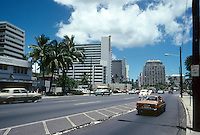 Honolulu: Kalakau Avenue, Waikiki. Photo '82.