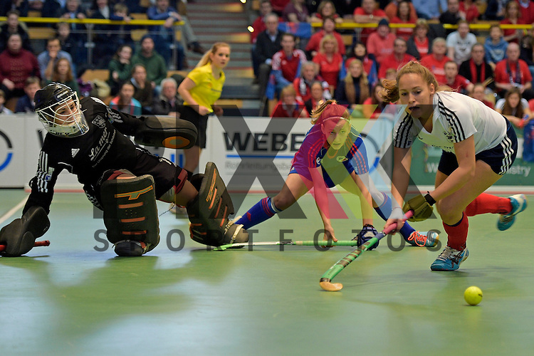 GER - Luebeck, Germany, February 07: During the 1. Bundesliga Damen indoor hockey final match at the Final 4 between Mannheimer HC (blue) and Duesseldorfer HC (white) on February 7, 2016 at Hansehalle Luebeck in Luebeck, Germany. Final score 6-4 after shootout.  (R-L) Pia Lhotak #5 of Duesseldorfer HC, Nadine Kanler #4 of Mannheimer HC, Nathalie Kubalski (TW) #1 of Duesseldorfer HC