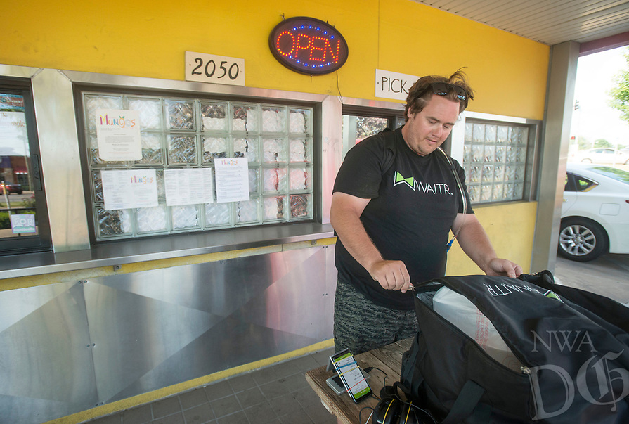 NWA Democrat-Gazette/BEN GOFF @NWABENGOFF<br /> Eddie Bouchez, a driver with Waitr, picks up an order Wednesday, June 6, 2018, at Mangos Gourmet Taco Shop in Fayetteville.