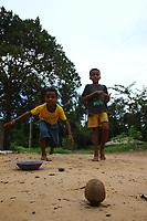 Território Quilombola Sesmaria do Jardim, localizado no município de Matinha, Maranhão. O quilombo está inserido em uma área de importância internacional por ser um ambiente de grande biodiversidade, motivo pelo a Baixada Maranhense qual está na lista de Sítios Ramsar, da Convenção de Ramsar.<br /> o As comunidades Bom Jesus e São Caetano, que compõem o território se encontram construindo seu protocolo comunitário para a defesa das relações comunais com suas terras, que vem sendo ameaçado por posseiros com forma de exploração predatória.<br /> o Dentre os principais problemas estão a criação bubalina, os cercamentos ilegais do campo e ameaças de morte.<br /> Foto Igor Monteiro<br /> 2017<br /> o As fotos foram tiradas entre 10 de fevereiro e 02 de maio de 2017.