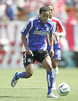 9 April 2005:   Ricardo Clark of Earthquakes in action against Chivas USA at Spartan Stadium in San Jose, California.   San Jose Earthquakes tied Chivas USA, 3-3.   Credit: Michael Pimentel / ISI
