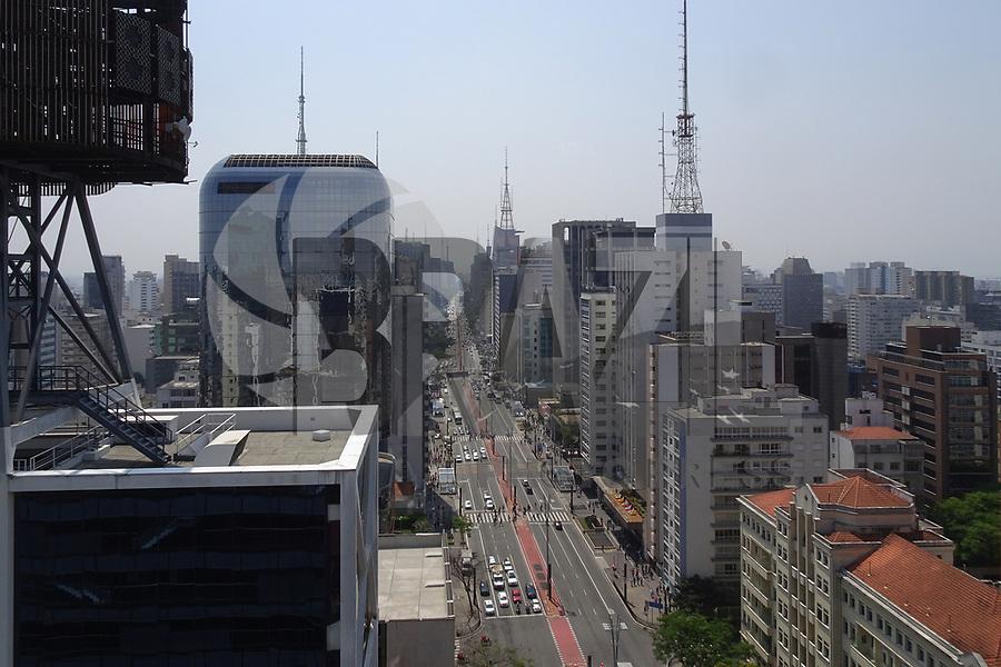 SÃO PAULO, SP, 25.10.2019 - CLIMA-SP - Dia de sol, calor e secura, na região da Avenida Paulista, em São Paulo nesta sexta-feira, 25. (Foto Charles Sholl/Brazil Photo Press)