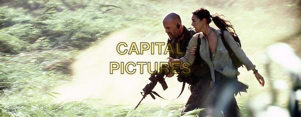 BRUCE WILLIS & MONICA BELLUCCI.as Navy SEAL Lieutenant A.K. Waters & Dr. Lena Kendricks in Tears Of the Sun.Filmstill - Editorial Use Only.Ref: FB.www.capitalpictures.com.sales@capitalpictures.com.Supplied by Capital Pictures