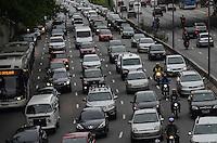 ATENCAO EDITOR: FOTO EMBARGADA PARA VEICULOS INTERNACIONAIS. SAO PAULO, SP, 12 DE NOVEMBRO DE 2012 - Transito pesado na Avenida 23 de Maio, sentido bairro, na altura do Paraiso, regiao central da capital, no fim da tarde desta segunda feira, 12..  FOTO: ALEXANDRE MOREIRA - BRAZIL PHOTO PRESS.   FOTO: ALEXANDRE MOREIRA - BRAZIL PHOTO PRESS.