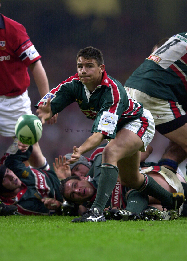Photo: Richard Lane..Leicester Tigers v Munster. Heineken Cup Final at the Millennium Stadium. 25/05/2004..Harry Ellis passes.