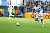 Saturday 19 October 2013 Pictured: Wayne Routledge runs with the ball <br /> Re: Barclays Premier League Swansea City vSunderland at the Liberty Stadium, Swansea, Wales
