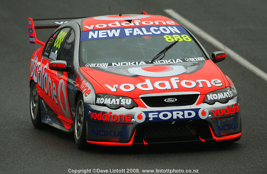Vodafone's Jamie Wincup drives down the back straight during qualifying. Qualifying Day. Aussie V8 Supercars Round Three, Hamilton 400, Frankton, Hamilton. Saturday, 19 April 2008. Photo: Dave Lintott / lintottphoto.co.nz