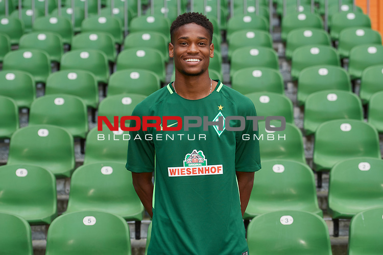 Fu&szlig;ball, GER, /3.Liga, Portr&auml;ttermin 2017/2018,<br /> <br /> Isiah Young (SV Werder Bremen U23 #29)<br /> <br /> Foto &copy; nordphoto / Kokenge