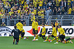 06.10.2018, Signal Iduna Park, Dortmund, GER, DFL, BL, Borussia Dortmund vs FC Augsburg, DFL regulations prohibit any use of photographs as image sequences and/or quasi-video<br /> <br /> im Bild die Mannschaft von Dortmund beim Aufwaermen<br /> <br /> Foto &copy; nph/Horst Mauelshagen
