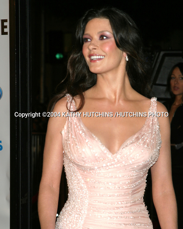 "©2004 KATHY HUTCHINS / HUTCHINS PHOTO.PREMIERE OF ""OCEANS 12"".LOS ANGELES, CA  .DECEMBER 8, 2004..CATHERINE ZETA-JONES"