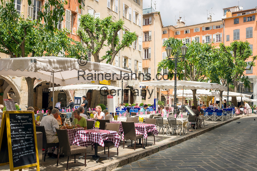 France, Provence-Alpes-Côte d'Azur, Grasse: old town with cafés and restaurants at Place aux Aires | Frankreich, Provence-Alpes-Côte d'Azur, Grasse: Altstadt mit Cafés und Restaurants am Place aux Aires