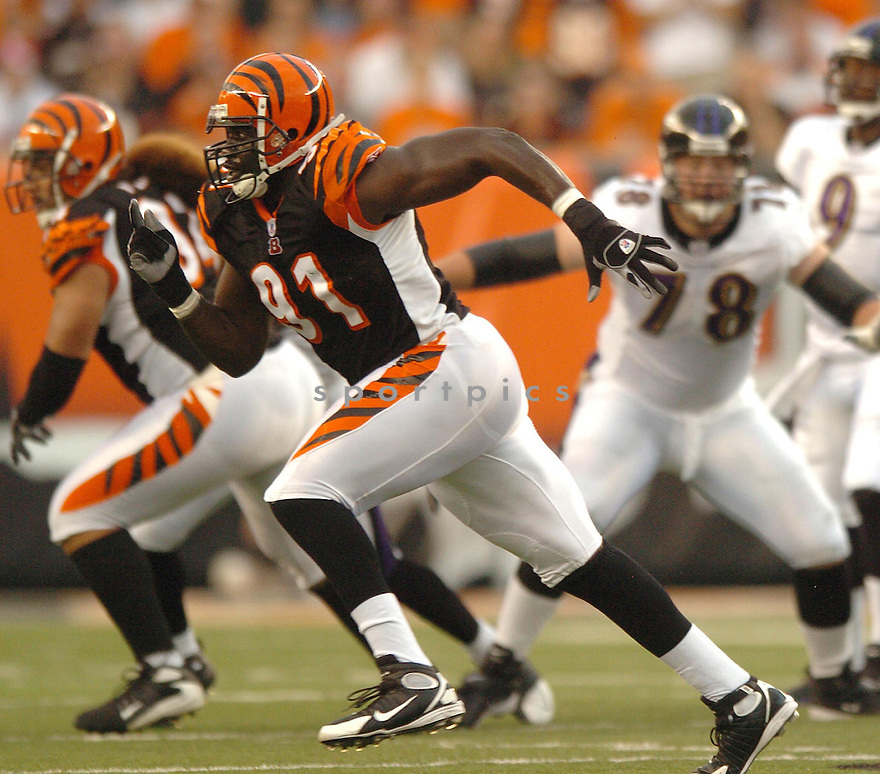 ROBERT GEATHERS, of the Cincinnati Bengals, during the  Bengals game against the Baltimore Ravens in Cincinnati, Ohio on Septmeber 9, 2007.  The Bengal won the game 27-20.... SportPics.......
