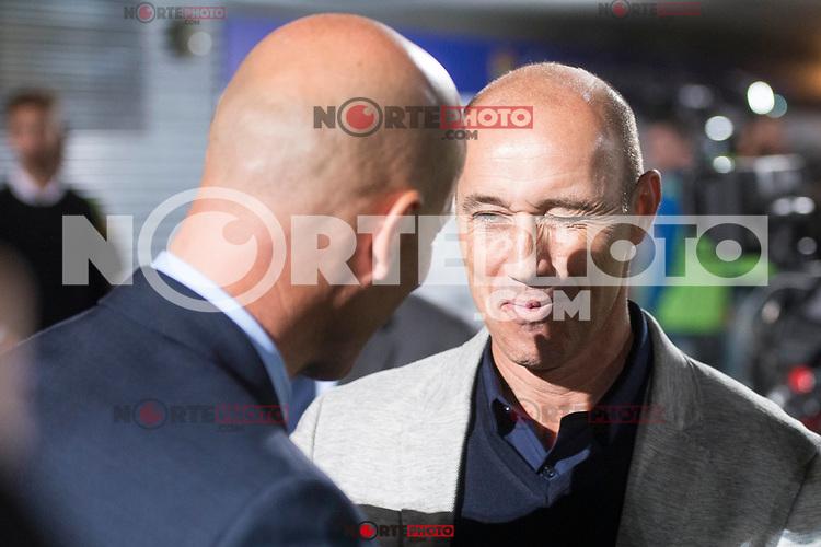 Fuenlabrada coach Antonio Calderon and Real Madrid coach Zinedine Zidane during Copa del Rey match between Fuenlabrada and Real Madrid at Fernando Torres Stadium in Madrid, Spain. October 26, 2017. (ALTERPHOTOS/Borja B.Hojas) /NortePhoto.com