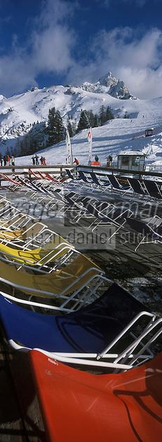Europe/Italie/Vénétie/Dolomites/Cortina d'Ampezzo: Chaises longues sur les pentes du Mont Faloria
