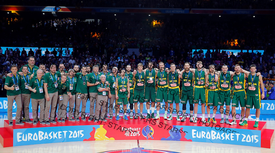 Lithuania's national basketball team players and silver medalists pose for the photo after European championship basketball final match between Spain and Lithuania on September 20, 2015 in Lille, France  (credit image & photo: Pedja Milosavljevic / STARSPORT)