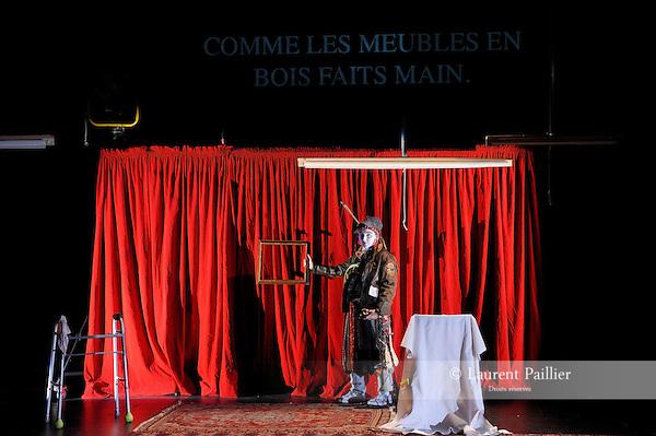 THE TRUTH A TRAGEDY..Auteur : HOPKINS Cynthia..Choregraphie : DRISCOLL Faye..Mise en scene : DJ MENDEL..Decor : FRUIN Tom..Lumiere : SUGG Jeff..Avec :..HOPKINS Cynthia..Lieu : Theatre National de Chaillot..Cadre : ANTICODES..Ville : Paris..Le : 10 03 2011..© Laurent PAILLIER / photosdedanse.com..All rights reserved