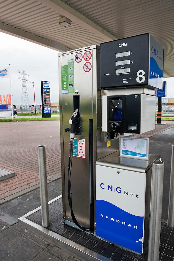 Nederland, Nieuwegein,  20 sept 2010.Tankstation voor aardgas...Foto (c) Michiel Wijnbergh..
