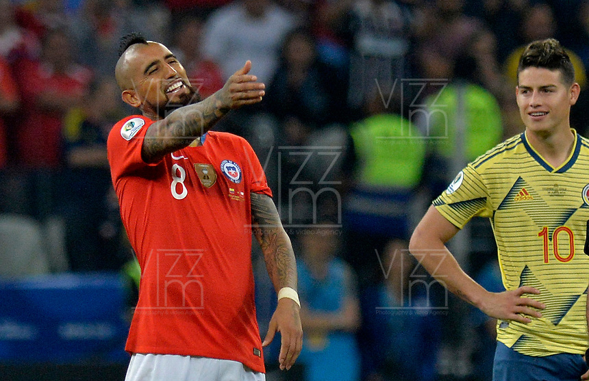 SAO PAULO – BRASIL, 28-06-2019: Arturo Vidal de Chile reacciona después de la anulación de un gol durante partido por cuartos de final de la Copa América Brasil 2019 entre Colombia y Chile jugado en el Arena Corinthians de Sao Paulo, Brasil. / Arturo Vidal of Chile reacts after annulment a goal during the Copa America Brazil 2019 quarter-finals match between Colombia and Chile played at Arena Corinthians in Sao Paulo, Brazil. Photos: VizzorImage / Julian Medina / Cont /