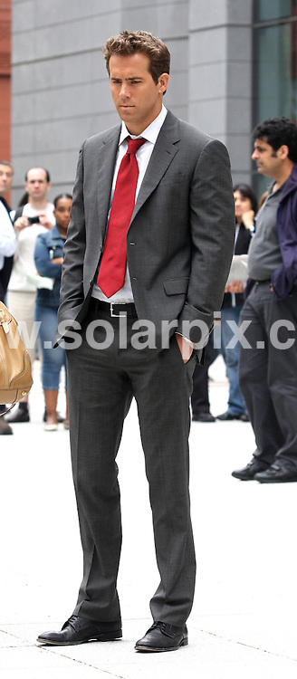 **ALL ROUND PICTURES FROM SOLARPIX.COM**.**SYNDICATION RIGHTS FOR UK, SPAIN, PORTUGAL, AUSTRALIA, S.AFRICA & DUBAI (U.A.E) ONLY**.Hollywood actress Sandra Bullock and Ryan Reynolds on the The Proposal Movie Set in Lower Manhattan 26 Federal Plaza in New York  in the USA.  .This Pic:Ryan Reynolds..JOB REF:6580-PHZ/Janet Mayer    DATE:06_06_08 .**MUST CREDIT SOLARPIX.COM OR DOUBLE FEE WILL BE CHARGED* *UNDER NO CIRCUMSTANCES IS THIS IMAGE TO BE REPRODUCED FOR ANY ONLINE EDITION WITHOUT PRIOR PERMISSION*