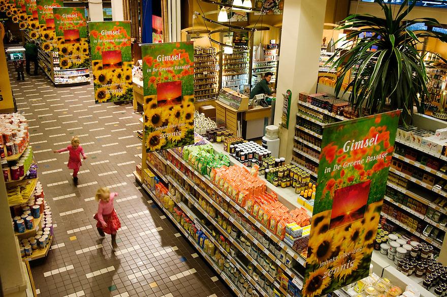 Nederland,  Rotterdam, 8 nov 2006.De Groene Passage, biologische winkel en slagerij.voor triodos.foto (c) Michiel Wijnbergh