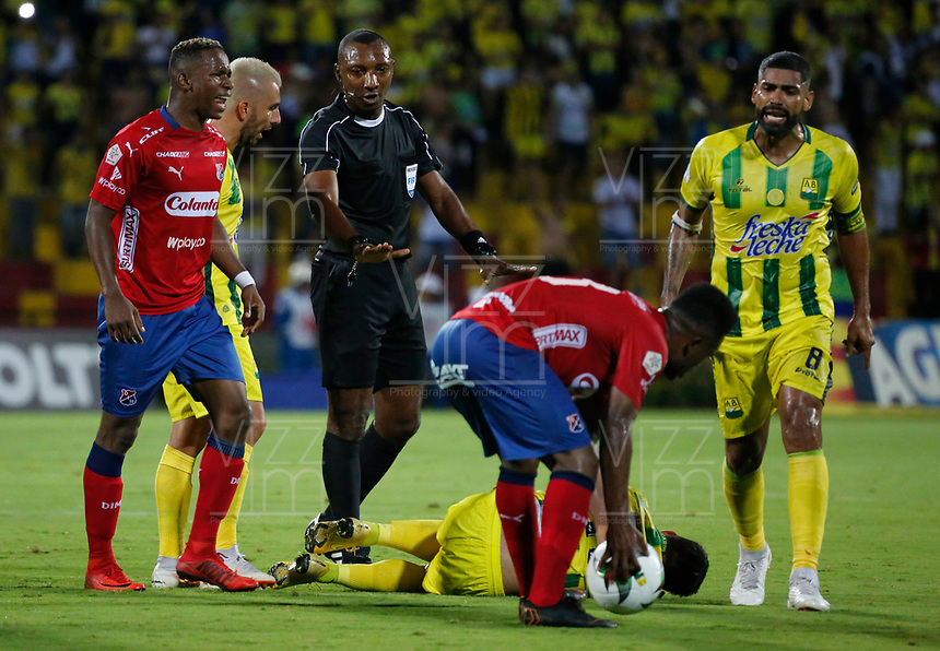 BUCARAMANGA-COLOMBIA,17 -11-2018.Gustavo Murillo Rivas referee central  entre los equipos Atlético Bucaramanga y el Independiente Medellín durante partido por los cuartos de final vuelta de la Liga Águila II 2018 jugado en el estadio Alfonso López de la ciudad de Bucaramanga./ Central referee Gustavo Murillo Rivas  .Action game between  teams  Atletico Bucaramanga and Independiente Medelin  during Quarter Final second  leg match of the Aguila League II 2018 played at Alfonso Lopez  stadium in Bucaramanga city. Photo: VizzorImage/ Oscar Martínez / Contribuidor