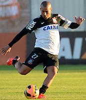 SÃO PAULO,SP, 30 julho 2013 -   Emerson durante treino do Corinthians no CT Joaquim Grava na zona leste de Sao Paulo, onde o time se prepara  para para enfrentar o Gremio pelo campeonato brasileiro . FOTO ALAN MORICI - BRAZIL FOTO PRESS