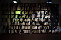 Corleone, Sicilia. I faldoni del maxi processo alla mafia nel centro di documentazione sulla Mafia a Corleone.<br /> Il paese che da molti &egrave; considerato come il luogo dove sia nata la Mafia, si ritrova dopo la morte di Tot&ograve; Riina, a dover far i conti con una pesante eredit&agrave;. A Corleone vivono poco pi&ugrave; di 11 mila abitanti e il comune &egrave; stato sciolto per infiltrazioni mafiose nell&rsquo;agosto del 2016.
