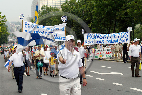 BRUSSELS - BELGIUM - 18 JULY 2005 -- Sugar beet demonstration -- Finnish sugar beet farmers on demonstration. PHOTO: ERIK LUNTANG / EUP-IMAGES..