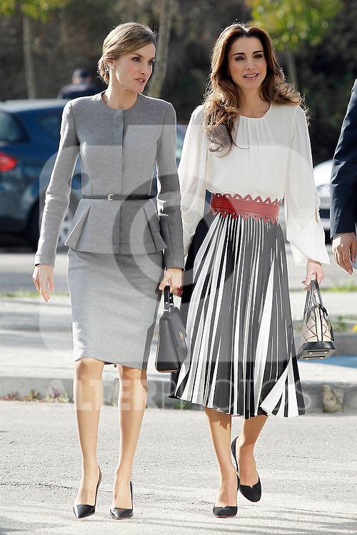 Queen Letizia of Spain and Queen Rania of Jordan visit the 'Severo Ochoa' Molecular Biology Centre at the Universidad Autonoma of Madrid. November 18, 2015. (ALTERPHOTOS/Acero)
