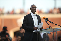 SAN FRANCISCO, CA - AUGUST 11:  Former San Francisco Giants player Barry Bonds delivers his speech during the ceremony to retire his #25 jersey before the game between the Pittsburgh Pirates and San Francisco Giants at AT&T Park on Saturday, August 11, 2018 in San Francisco, California. (Photo by Brad Mangin)