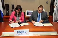 Unibe y la Sociedad Dominicana de Periodoncia firmaron un acuerdo de colaboración. Firmaron  el Rector de UNIBE, Julio Amado Castaños Guzmán y  Cynthia Ovalles, Presidente de la Sociedad Dominicana de Periodoncia.
