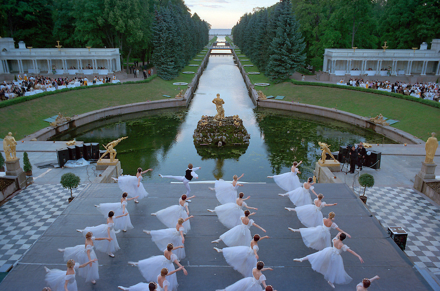 Saint Petersburg, Russia, 21/06/2002..The summer solstice weeks known as White Nights. The Kirov Ballet perform in Peterhof Palace gardens at 11.30pm at the Stars of the White Nights midsummer ball..