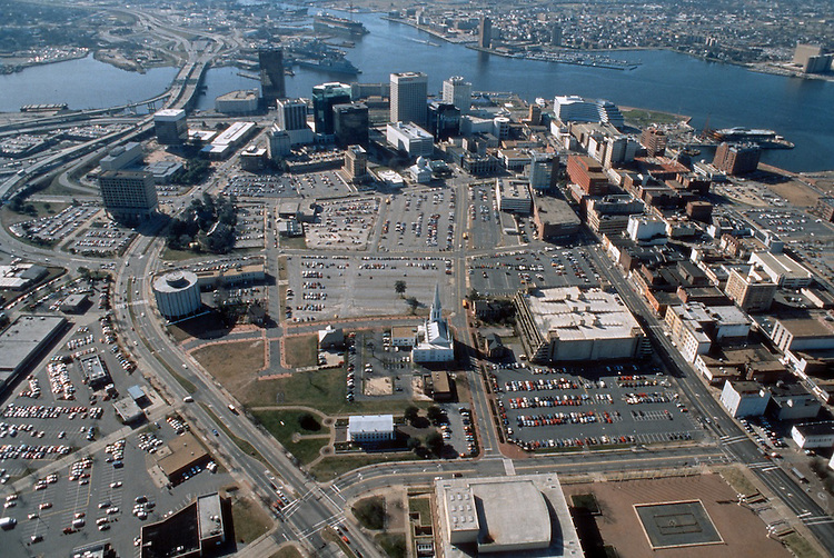 1995 February ..Redevelopment..Macarthur Center.Downtown North (R-8)..LONG SHOT LOOKING SOUTH...NEG#.NRHA#..