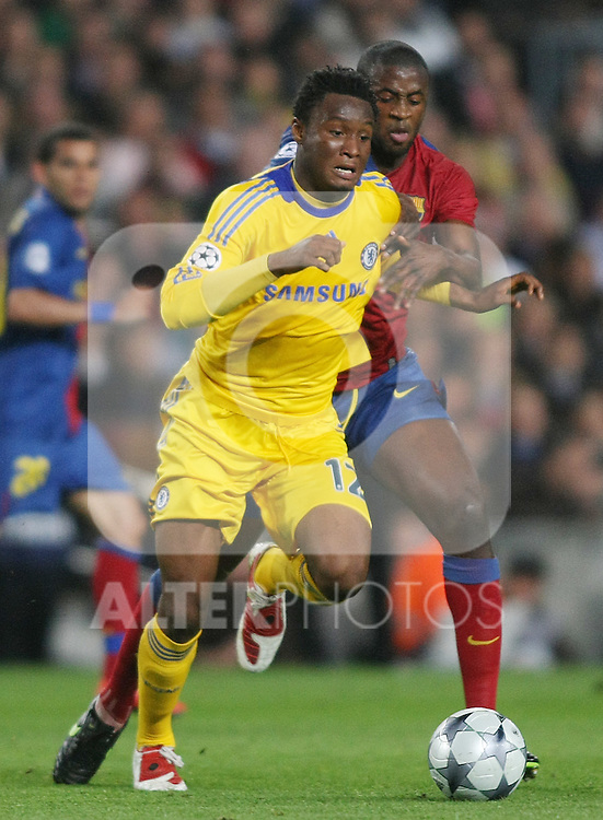 Chelsea's John Mikel Obi (l) and FC Barcelona's Toure Yaya during the UEFA Champions League match.April 28 2009. (ALTERPHOTOS/Acero).