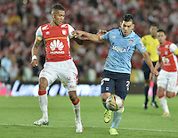 BOGOTÁ -COLOMBIA, 03-10-2015. Francisco Meza (Izq) de Independiente Santa Fe disputa el balón con Jorge Andres Aguirre (Der) jugador de Atlético Junior durante partido por la fecha 15 de la Liga Aguila II 2015 jugado en el estadio Nemesio Camacho El Campín de la ciudad de Bogotá./ Francisco Meza player (L) of Independiente Santa Fe fights for the ball with Jorge Andres Aguirre (R) player of Atletico Junior during the match for the date 15 of the Aguila League II 2015 played at Nemesio Camacho El Campin stadium in Bogotá city. Photo: VizzorImage/ Gabriel Aponte / Staff