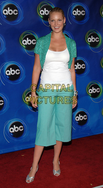 KATHERINE HEIGL.ABC 2005 Summer Press Tour Party held at the Abby, West Hollywood, California..July 27th, 2005.Photo Credit: Jacqui Wong/Admedia.full length three quarter length trousers cropped green turquoise shrug white t-shirt t shirt.www.capitalpictures.com.sales@capitalpictures.com.© Capital Pictures.