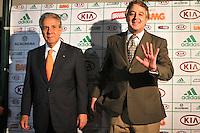 SAO PAULO, SP, 21 DE JANEIRO 2013 - ELEIÇÃO PALMEIRAS -Paulo Nobre (d), eleito novo presidente do Palmeiras, na capital paulista, nesta segunda-feira. Empresário de 44 anos, conselheiro do clube desde 1997, ele derrotou o candidato Décio Perin por 153 votos a 106. (FOTO: ALE VIANNA / BRAZIL PHOTO PRESS).