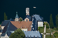 Europe/France/Rhône-Alpes/73/Savoie/Saint-Pierre-de-Curtille: Abbaye d'Hautecombe et Lac du Bourget, vus depuis le Belvédère d'Ontex