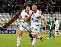 MANIZALES -COLOMBIA, 23-11-2013. Edwards Jimenez (Der.) de Once Caldas celebra un gol en contra de Deportivo Cali  válido por la fecha 3 de los cuadrangulares finales de la Liga Postobón II 2013 jugado en el estadio Palogrande de la ciudad de Manizales./ Once Caldas player Edwards Jimenez (R) celebrates a goal against Deportivo Cali during match for the 3rd date of final quadrangulars of the Postobon  League II 2013 at Palogrande stadium in Manizales city. Photo: VizzorImage/Santiago Osorio/STR