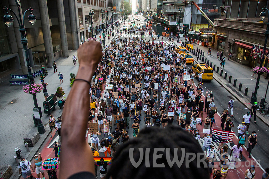 """NEW YORK, NY - JULY 26: A man raises his arm in support of the crowd of protesters marching in downtown New York, NY on July 26, 2020. Hundreds of New York activists participated in a march to condemn what they see as excessive focus by federal authorities in Portland, Oregon and continue to support the different movements of """"Black Lives Matter"""" (Photo by Pablo Monsalve / VIEWpress via Getty Images)"""