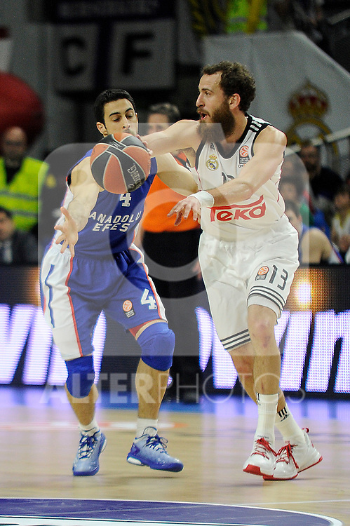 Real Madrid´s Sergio Rodriguez and Anadolu Efes´s Dogus Balbay during 2014-15 Euroleague Basketball Playoffs match between Real Madrid and Anadolu Efes at Palacio de los Deportes stadium in Madrid, Spain. April 15, 2015. (ALTERPHOTOS/Luis Fernandez)